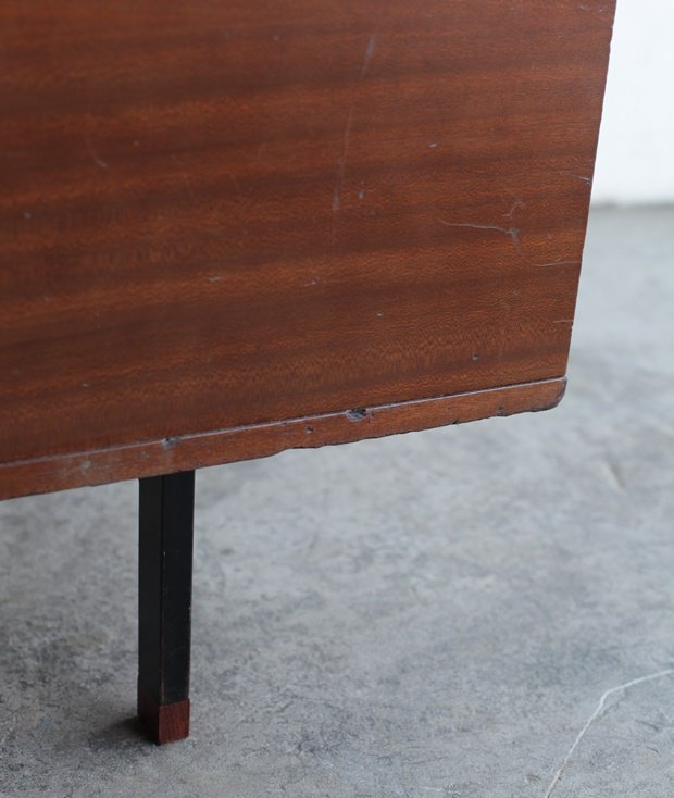 Desk / Pierre Guariche