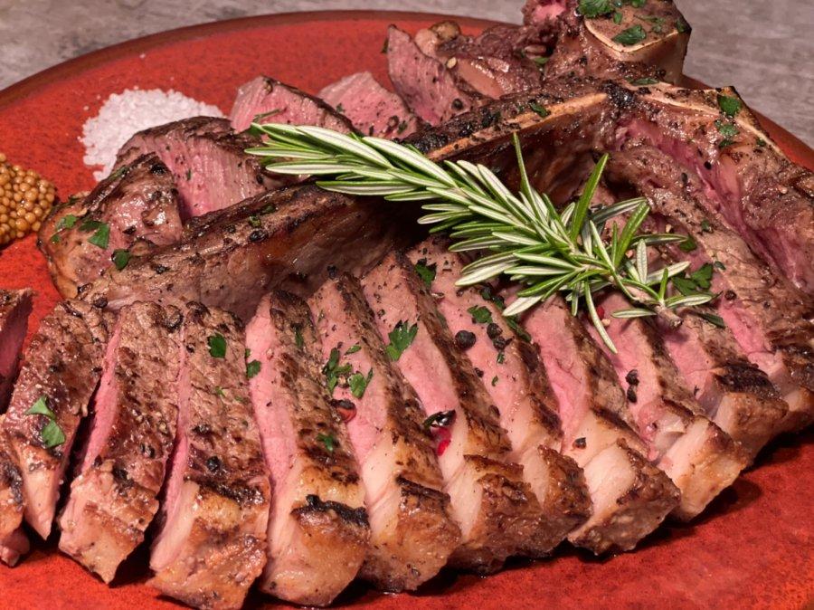 【Tボーンステーキ】釜津田が仕込む超弩級&圧巻の巨大な骨付きで迫力のある大きな極上のお肉【1kg】!BBQ・キャンプ・ホームパーティーにオススメ!