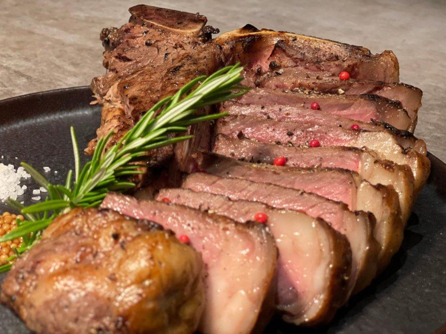 【Lボーンステーキ】釜津田が仕込む超弩級&圧巻の巨大な骨付きで迫力のある大きな極上のお肉【1kg】!BBQ・キャンプ・ホームパーティーにオススメ!