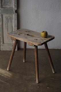 ブラッシュアップ、モチーフに臨む-antique rectangle wood stool
