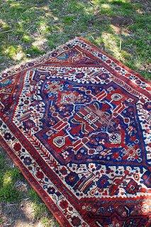 鮮やかな心象を感じる絨毯-old wool rug