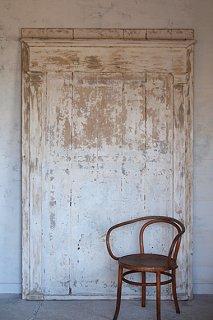 白と白が混ざる、大きな木製パネル-large wood panel
