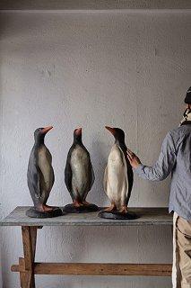 見上げるペンギン-plaster penguin objet