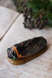遠眼鏡 曇り空の羽を持つ蝉-porcelain cicada objet