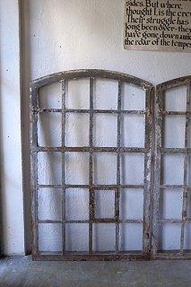 フランス.工場の大きな鉄の窓枠-industrial iron window frame