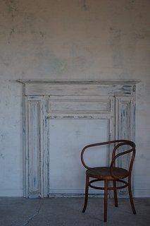 白のマントルピース-antique white mantelpiece