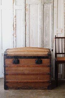 ストライプのトランク-antique steamer trunk