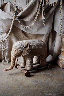 パオンが一緒-elephant toy object