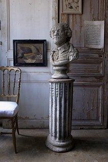 威厳に満ちた紳士石像-stone statue