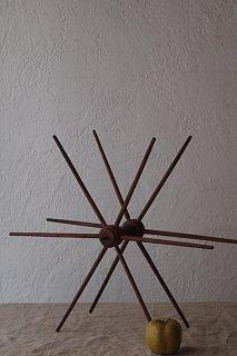 廻り巡る影を連れて-wood spindle objet