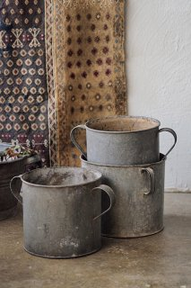 真っ直ぐ、だからプランターカバーに-vintage round zinc bucket