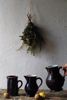 止むごとなし黒との境目-antique porcelain pitcher
