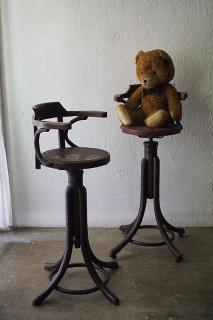 背伸び背高な回転チャイルドチェア-antique rattan high swivel child chair