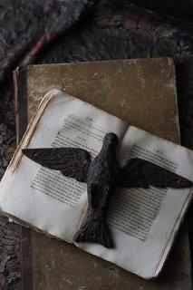 鳩、両翼大きく広げ-antique bronze pigeon wall objet