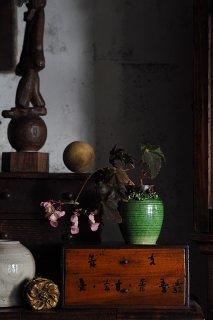 あかるい織部、呼び水なる発色-Pottery vase