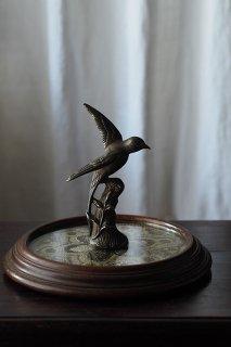 羽ばたきの鳥 一休み-antique metal bird objet