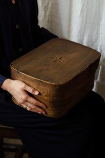 素朴、温かい民具-antique wood box