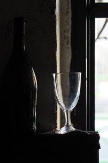 すっくと立つグラス-antique wine glass cup