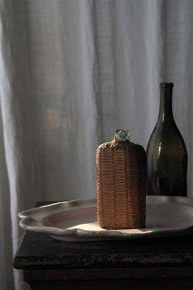 お水汲みフラスコボトル-antique straw glass flask