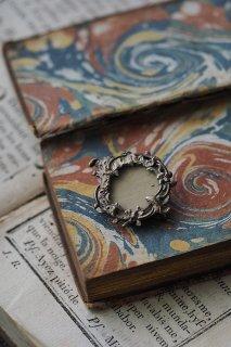 ロケットブローチ-antique locket broach