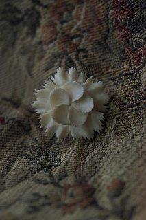 しとやかナデシコ一輪咲く-vintage bakelite broach