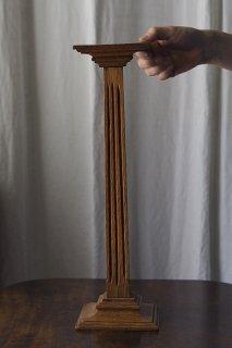 一段高く掲げる展示台-antique oak display stand