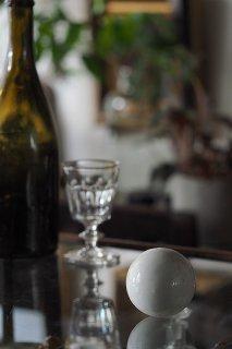 ゴロリ、、磁器球体-antique ceramic ball