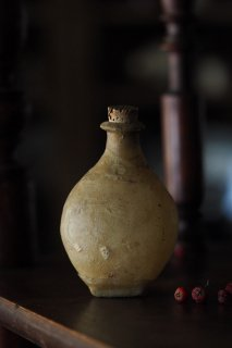 褐色 古の油壺-antique vellum oil bottle