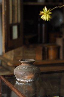 土器 うずくまる-antique pottery vase