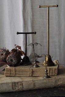 並べ飾る 煌めきを-antique jewelry display stand