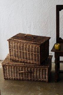 籠二つ、飴色に染まれば-antique wicker basket
