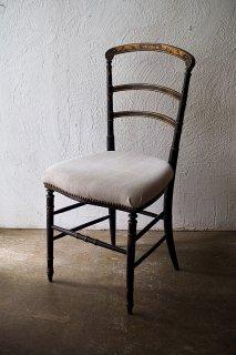 オリエンタルな意匠を頂きに-antique napoleon�style chair