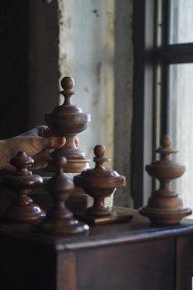 シルエット強弱 影が追い-antique wood ornament object
