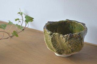 織部刳貫茶碗