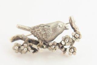 春告鳥のブローチ