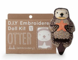 Otter Embroidery Kit 刺繍キット (ラッコ)