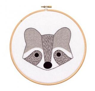 Raccoon Cub - Hoop Art Kit  刺繍キット(アライグマの子)