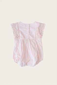 <img class='new_mark_img1' src='https://img.shop-pro.jp/img/new/icons1.gif' style='border:none;display:inline;margin:0px;padding:0px;width:auto;' />【Jamie Kay】 STELLA PLAYSUIT - BLOSSOM 【6-12か月/1歳】  ロンパース プレイスーツ ピンク ジェイミーケイ