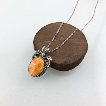 オレンジスパイニーを使ったナバホペンダント<br>ナバホ族 オイスターシェルペンダント チェーン付き<br>