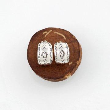 ヘンリーマリアーノ作 フープイヤリング<br>ハンドスタンプでデザインしたフープタイプのイヤリング<br>【ナバホ族】Henry Mariano<br>