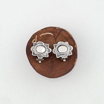 ヘンリーマリアーノ作 コンチョイヤリング<br>ハンドスタンプでデザインしたコンチョタイプのイヤリング<br>【ナバホ族】Henry Mariano<br>
