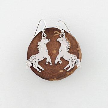 馬のスタンプピアス<br>シルバープレートにスタンプでデザインしたシルバーピアス<br>【ナバホ族】<br>