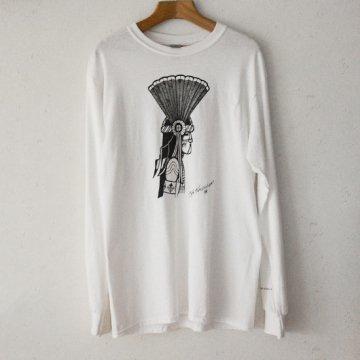 【Bennett×SandiaコラボロンT】ホワイト<br>ホピ族のアーティスト ベネットによるコマンチェカチナが描かれたオリジナルTシャツ<br>Bennett Kagenvema<br>
