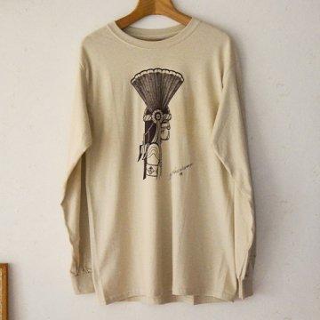 【Bennett×SandiaコラボロンT】サンド<br>ホピ族のアーティスト ベネットによるコマンチェカチナが描かれたオリジナルTシャツ<br>Bennett Kagenvema<br>