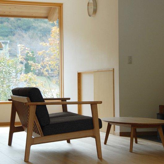 スッキリとしたデザインがモダンなソファ