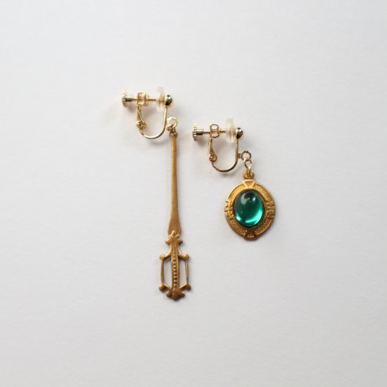 Vintage shield&sword earring/pierce