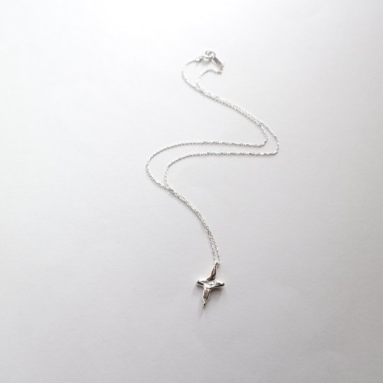 <img class='new_mark_img1' src='https://img.shop-pro.jp/img/new/icons12.gif' style='border:none;display:inline;margin:0px;padding:0px;width:auto;' />【Silver925】Petit cross necklace