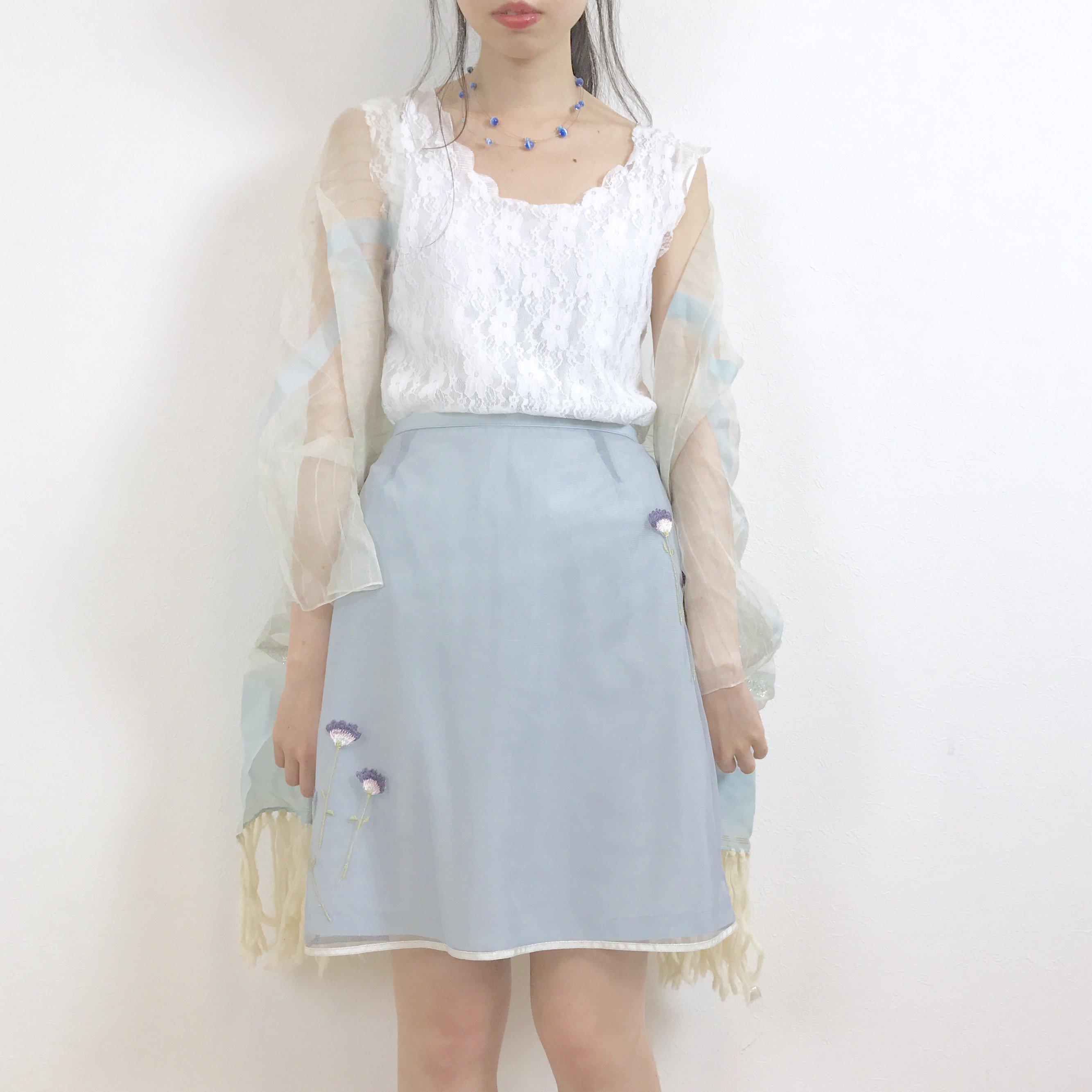押し花刺繍のチュールミニスカート
