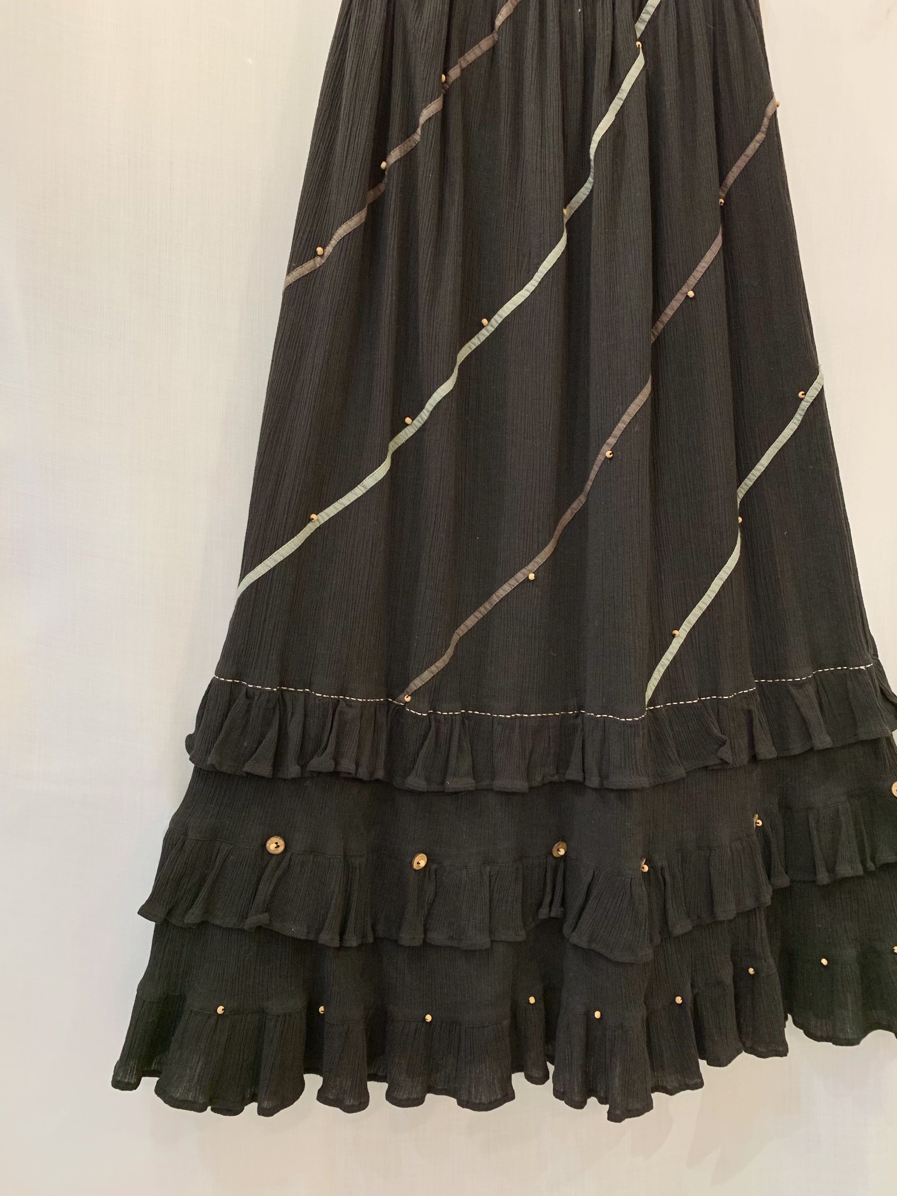 frill black skirt
