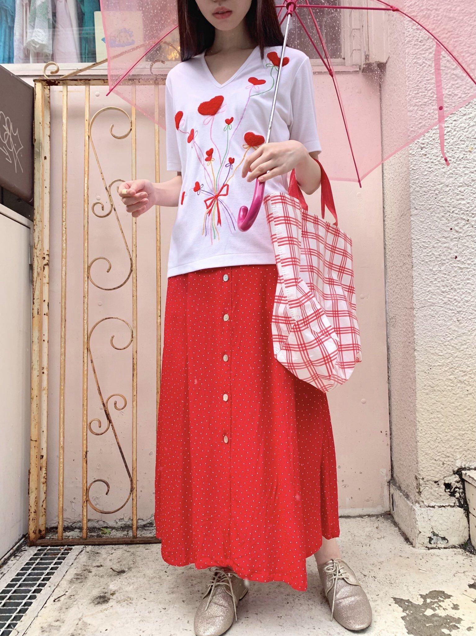 小さな白ドットの赤いスカート